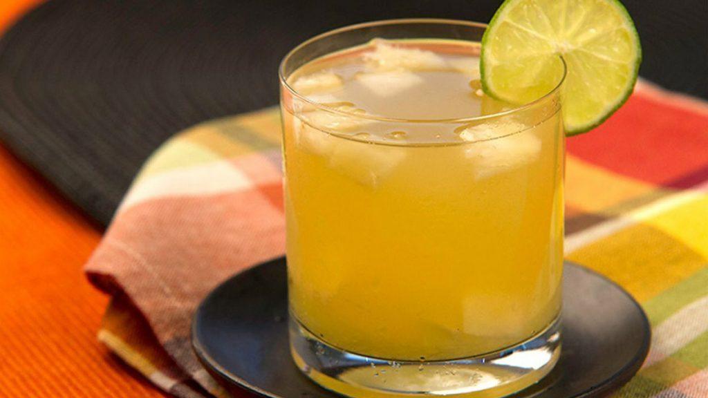 Chá da casca de limão ajuda a prevenir contra a ansiedade e até reduzir gordura no fígado.