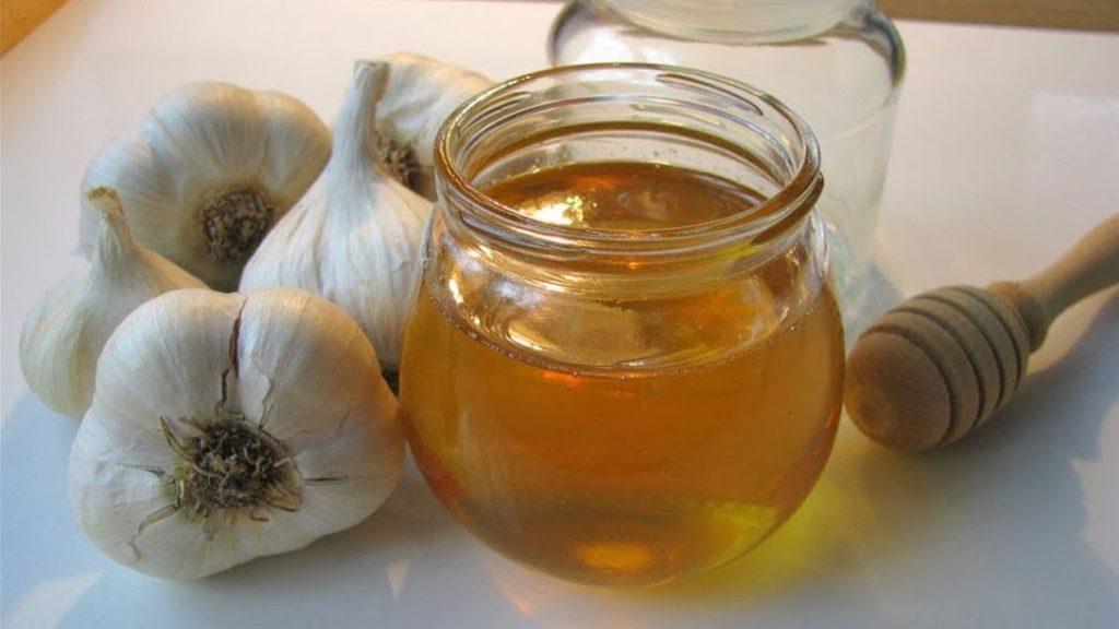 Xarope de açafrão com cebola e gengibre limpa os pulmões.