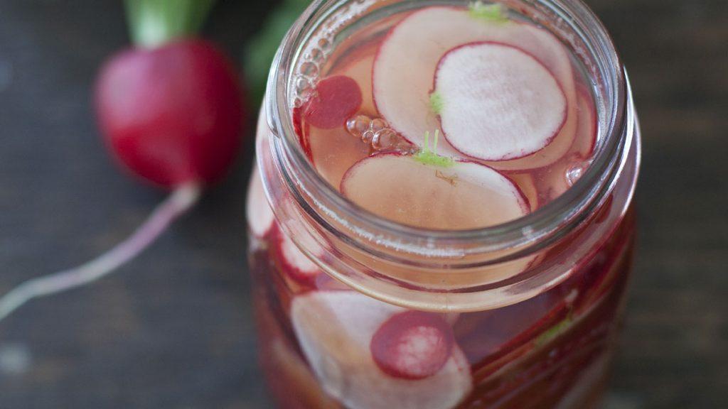 Misture 2 ingredientes para inalar e acabar com sinusite, rinite e gripe com eficiência em uma alternativa natural que leva nabo e vinagre.