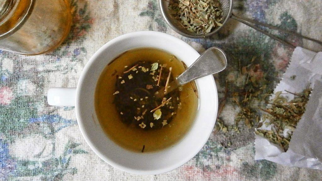 Limpe os pulmões e cure insônia com chá de uma erva comum para temperar, o orégano, que tem grande poder para diversas áreas do organismo humano.