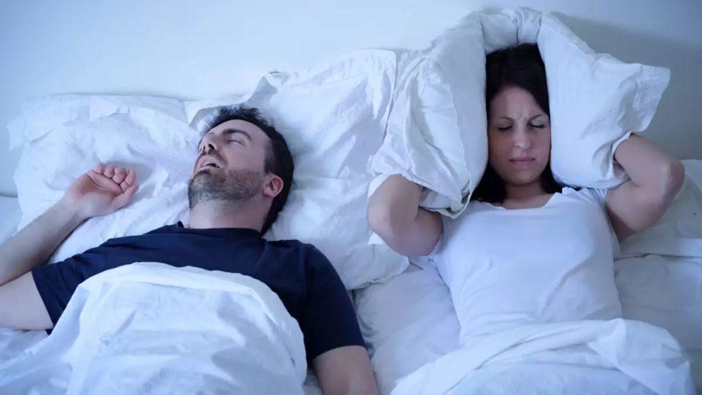 Pare de roncar à noite com esses fantásticos remédios naturais caseiros e truques simples que vão dar fim a esse incômodo problema.